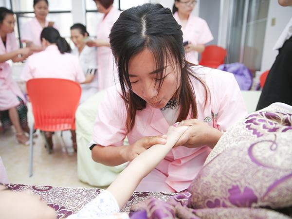 想學小兒推拿,上海靜安區哪里可以免費聽課?