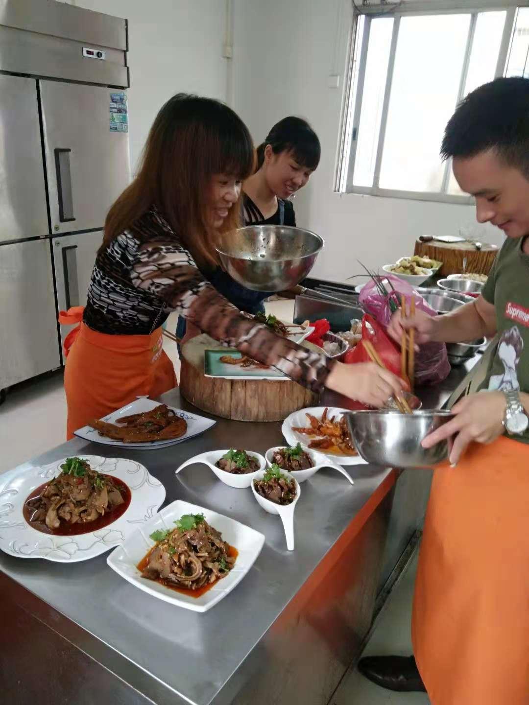 凉拌菜技术在桂林附近有学吗 几天学会